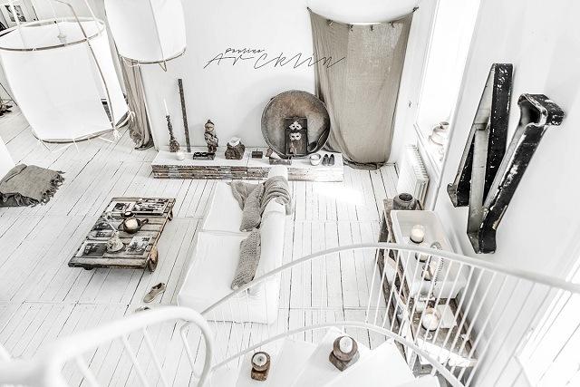 phòng khách màu trắng mộc mạc