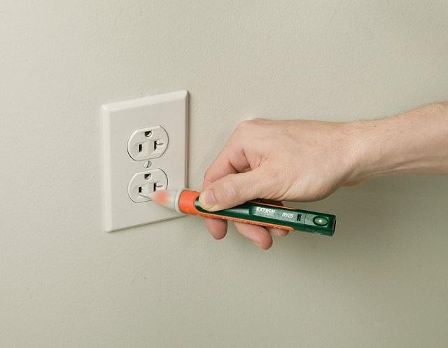 Khi nhận nhà cần chuẩn bị bút thử điện để kiểm tra