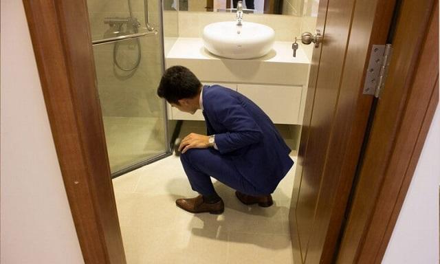 Cần kiểm tra nhà vệ sinh có thoát nước tốt hay không?