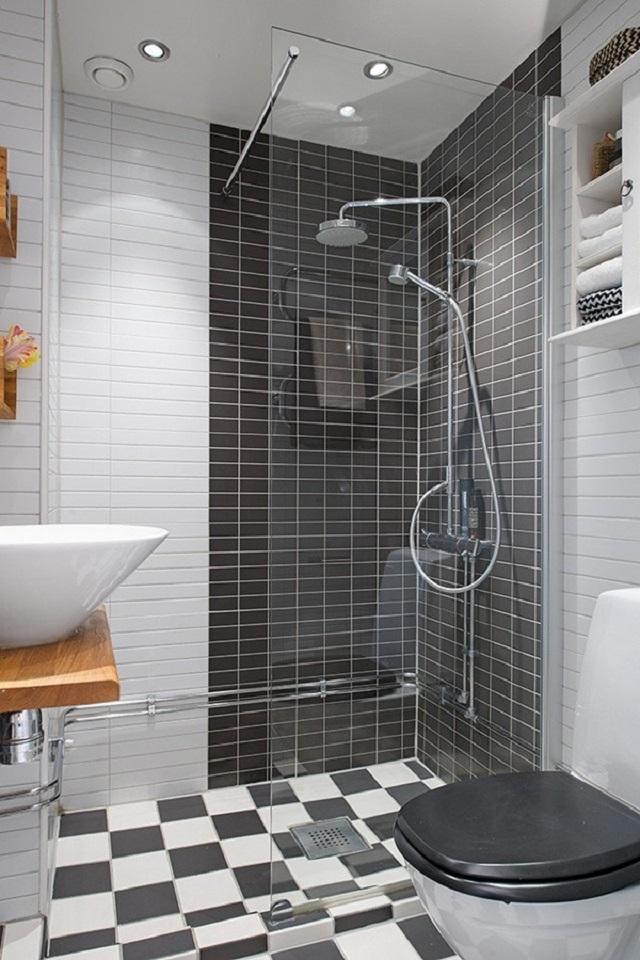 Phòng tắm vói gạch ốp đen trắng làm phòng trở nên độc đáo, khác lạ hơn