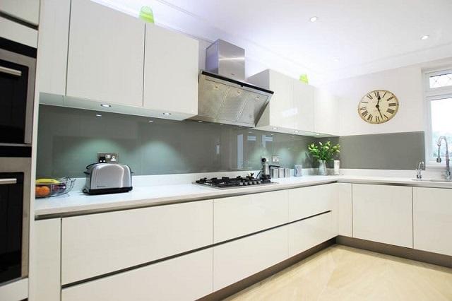 Bạn có thích kiểu tủ bếp đơn giản nhưng nhìn trẻ trung này không?