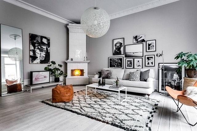 Tường phòng khách được sơn màu xám, rộng rãi