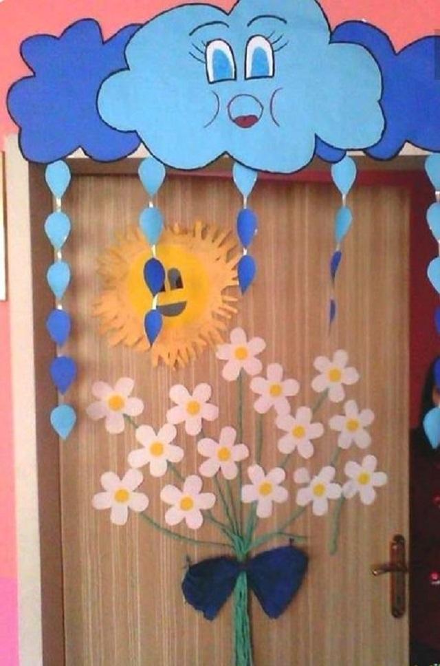 Giấy màu cho phép tạo hình bông hoa ngay trong lớp học