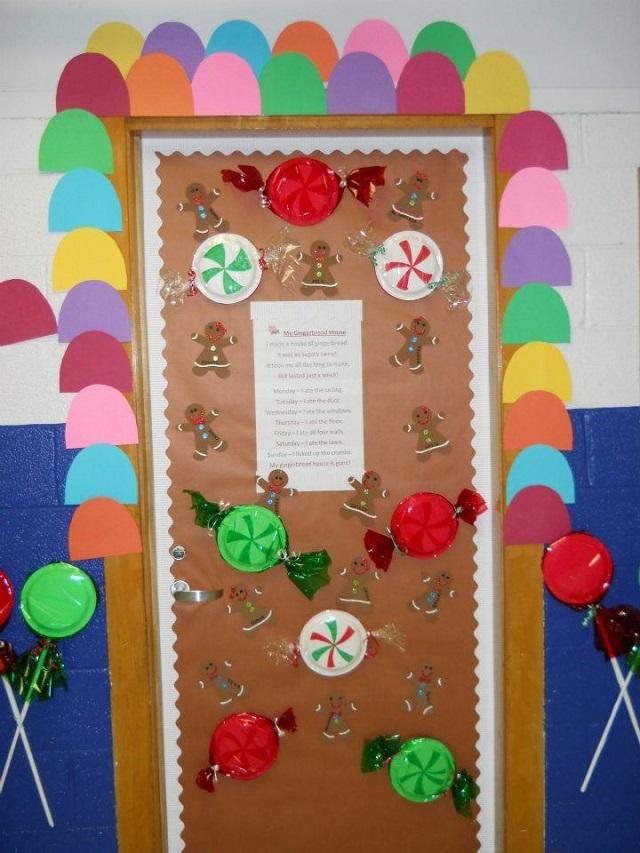Trang trí cửa lớp với giấy màu họa tiết kẹo mút đáng yêu