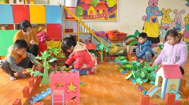 Một góc lớp được dùng để các bé tham gia vui chơi, lắp mô hình vườn cây