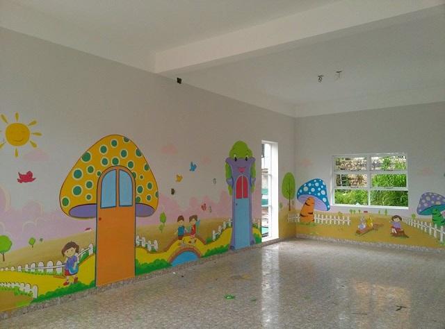 Trang trí tường lớp với những khung cảnh gần gũi với trẻ em
