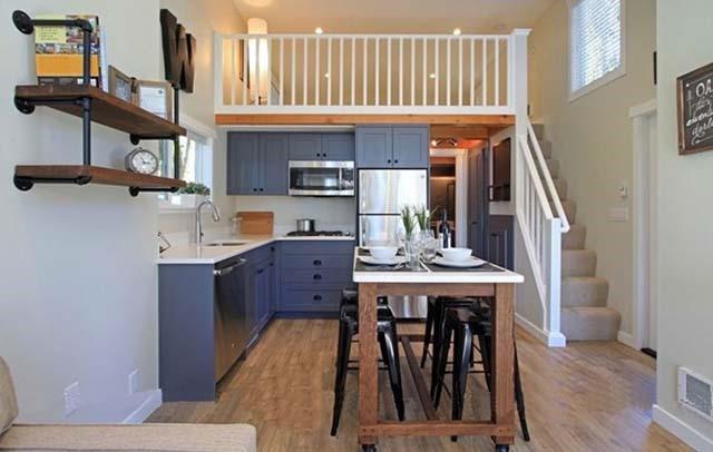 Không gian tầng 1 được tận dụng để bố trí phòng khách, phòng bếp trong khi đó gác lửng được tận dụng để phố trí phòng ngủ.