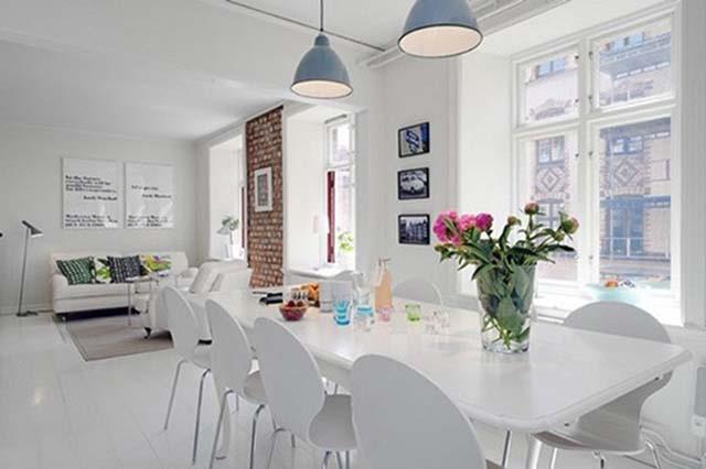 Không gian ngôi nhà thông thoáng, rộng rãi hơn nhờ việc sử dụng gam màu trắng chủ đạo.