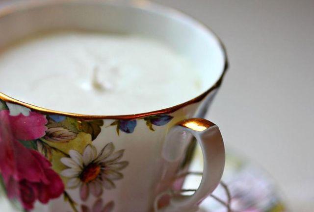 Tạo nến trong chén trà