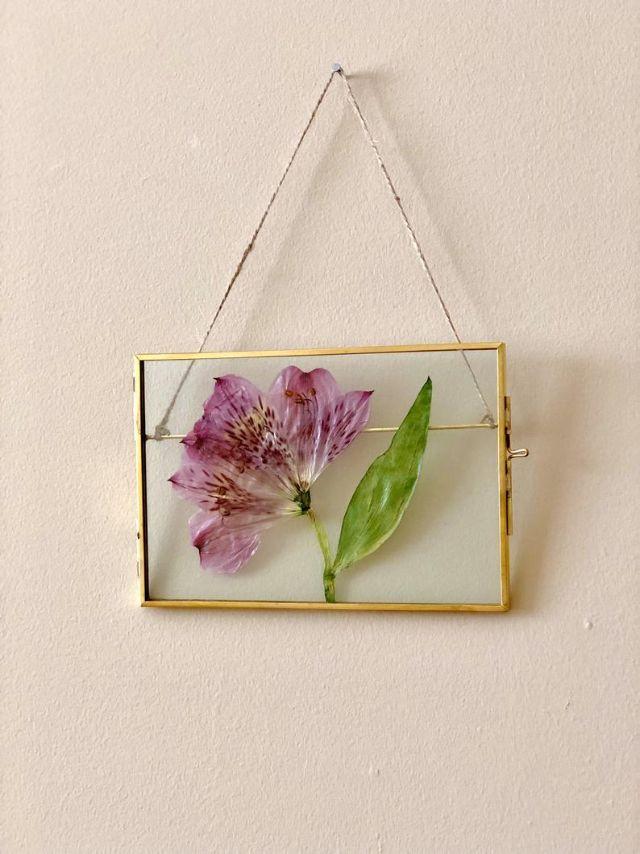 Trang trí phòng ngủ từ đồ handmade có nguồn gốc từ hoa khô