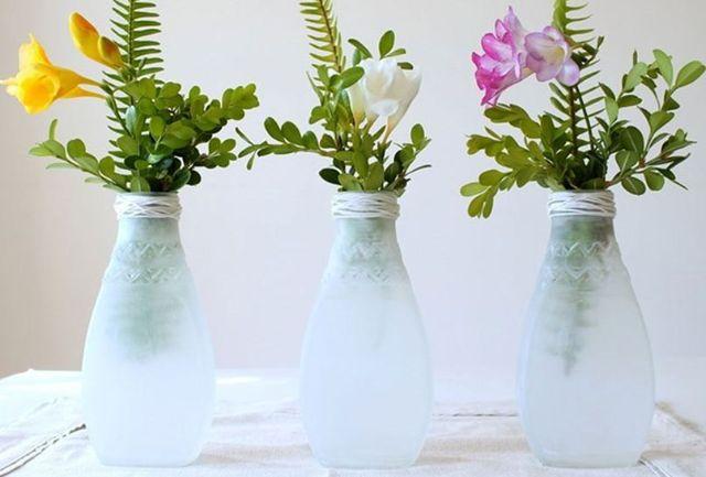 Dùng bình hoa tái chế để trang trí phòng ngủ