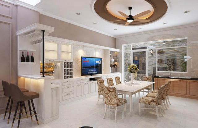 Phòng bếp rộng rãi với hệ thống tủ nối đầy tiện nghi.