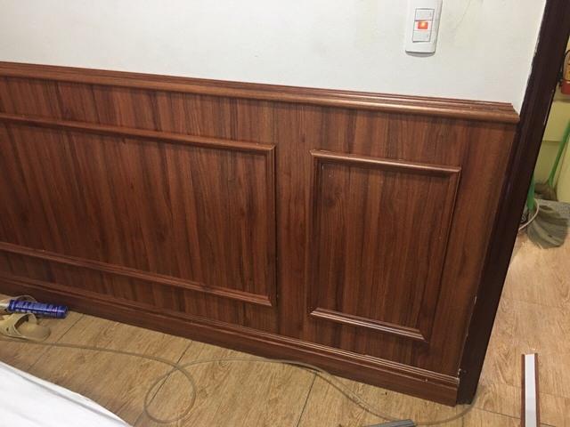 Ốp gỗ chân tường phòng khách