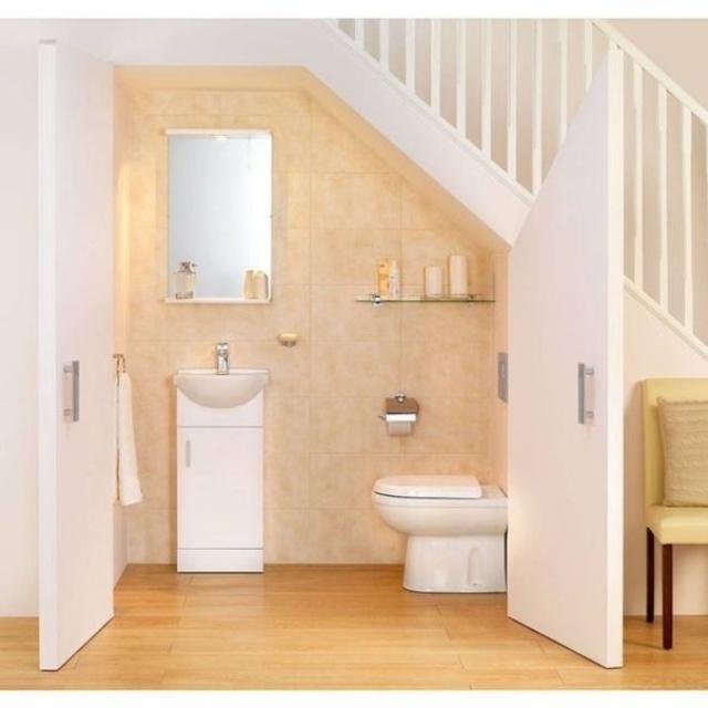 Có nên xây nhà vệ sinh dưới gầm cầu thang